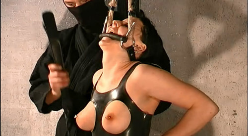 Slave%20Cat%20-%20Punished%20in%20Rubber%20by%20Master%20T.%20tx413_m.jpg