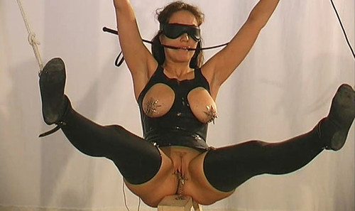 Master%20T.%20meets%20Slave%20Eve%20-%20the%20Rubber%20Files%20tx455_m.jpg