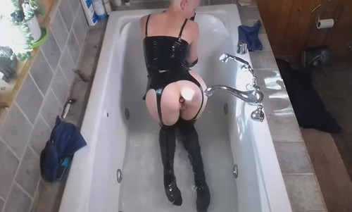 Latex%20Bath%20Time%20-%2012.23.19_m.jpg