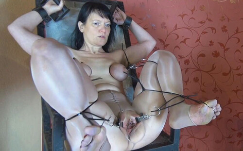 Nylon-Gyn-Chair-Orgasm-1_m.jpg